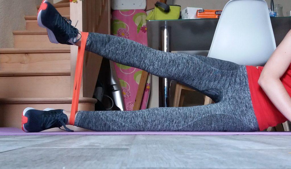 ecarter les jambes avec un élastique