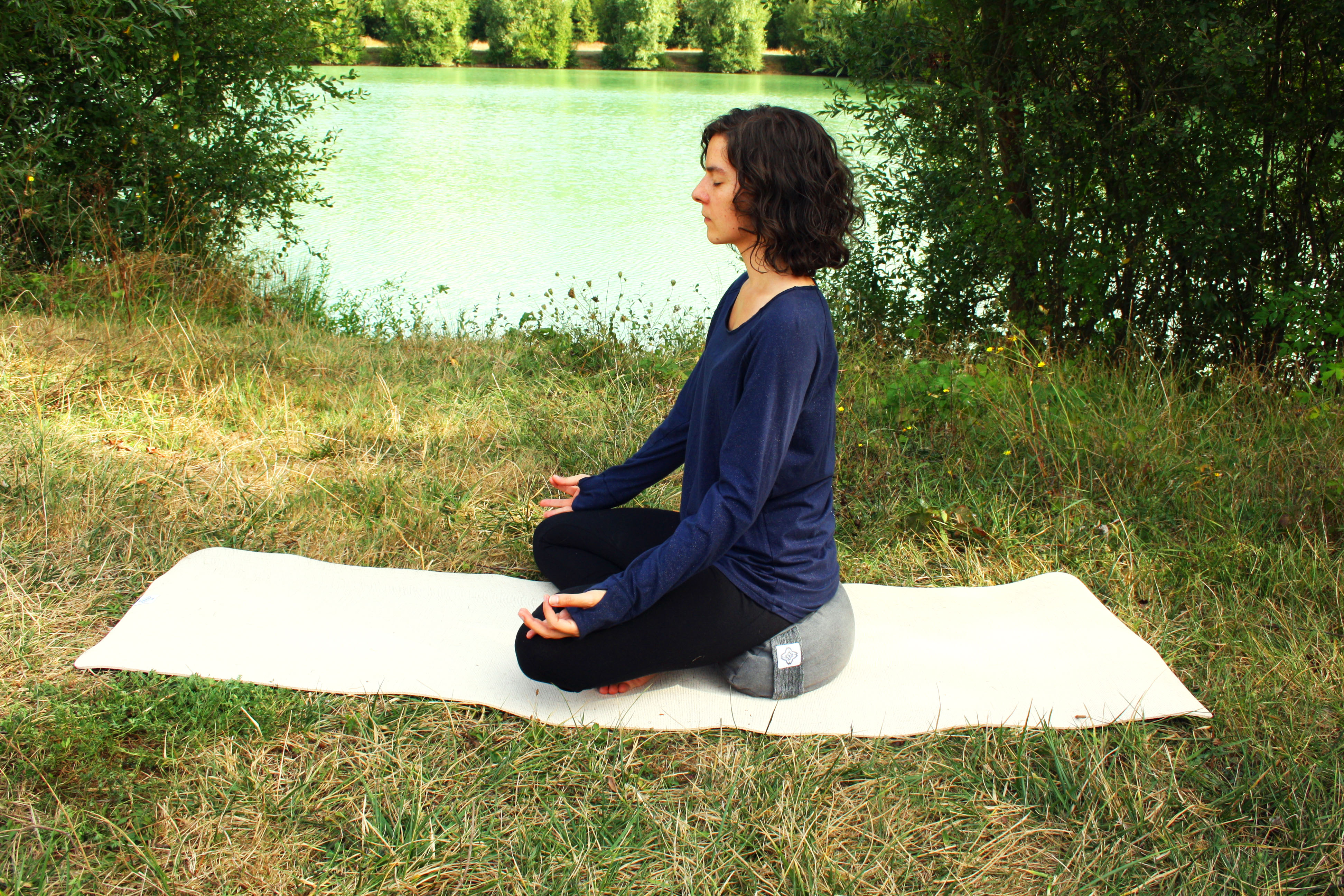 yoga méditation zafu