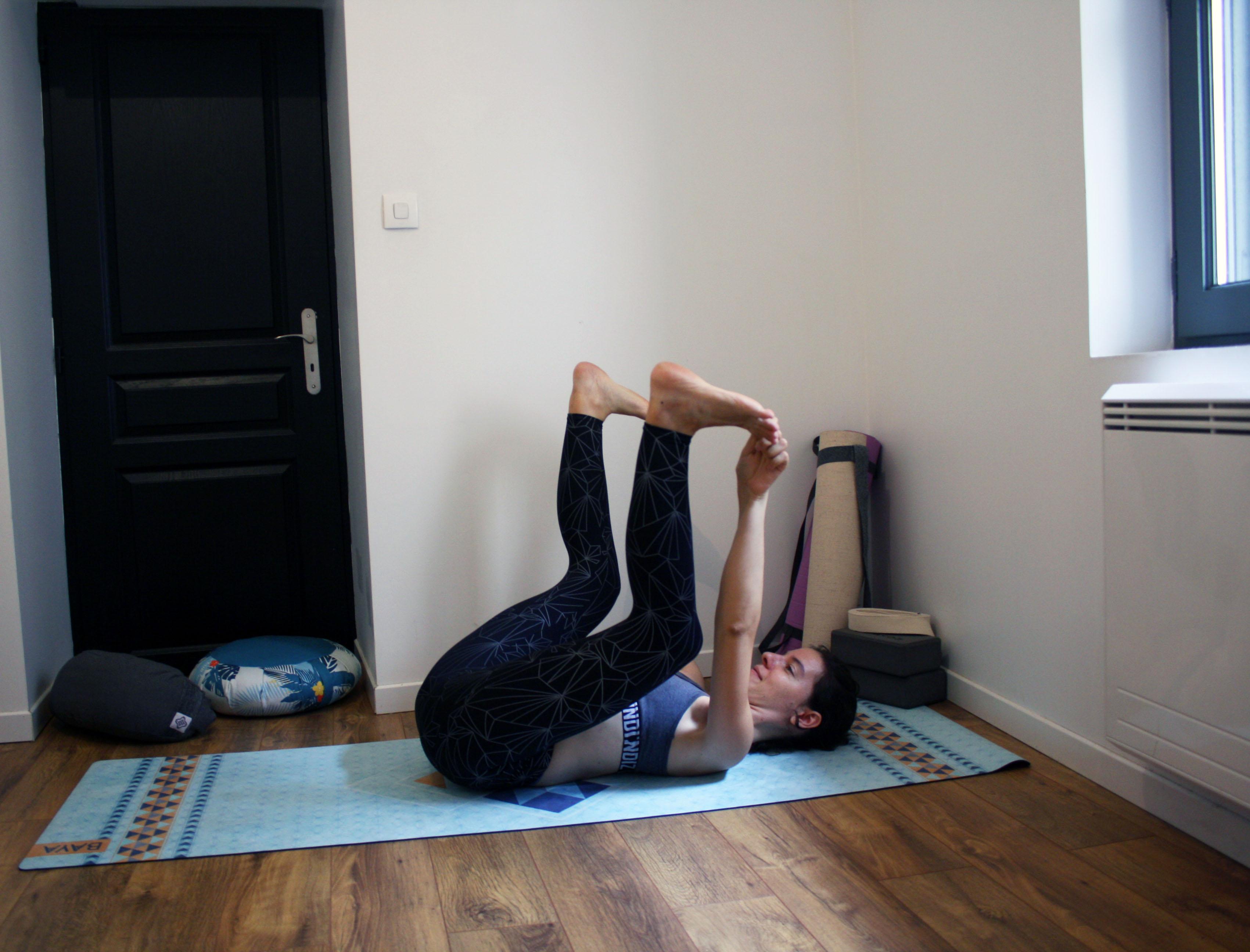 posture du bébé heureux pour ouvrir les hanches