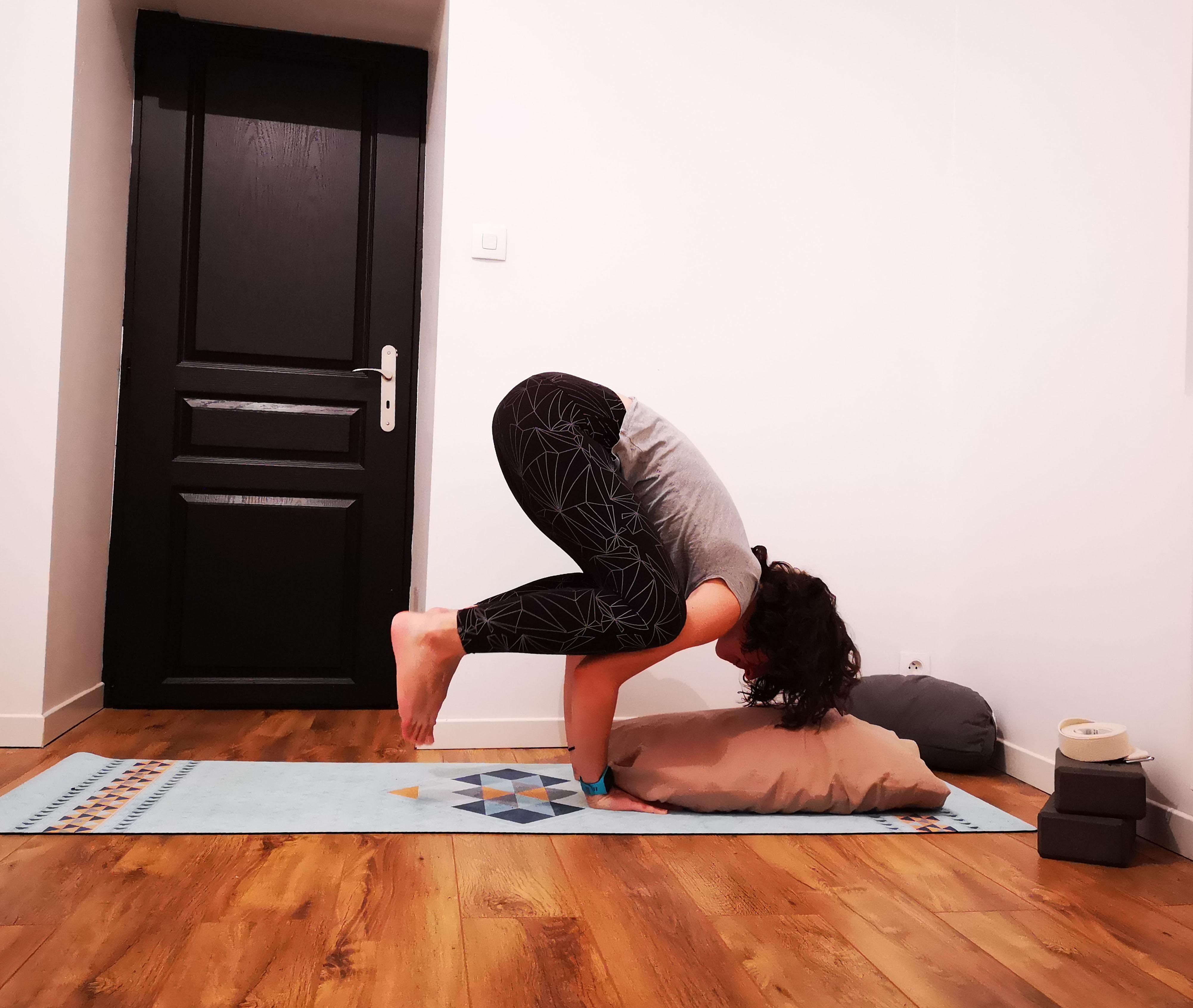 posture du corbeau débutant yoga