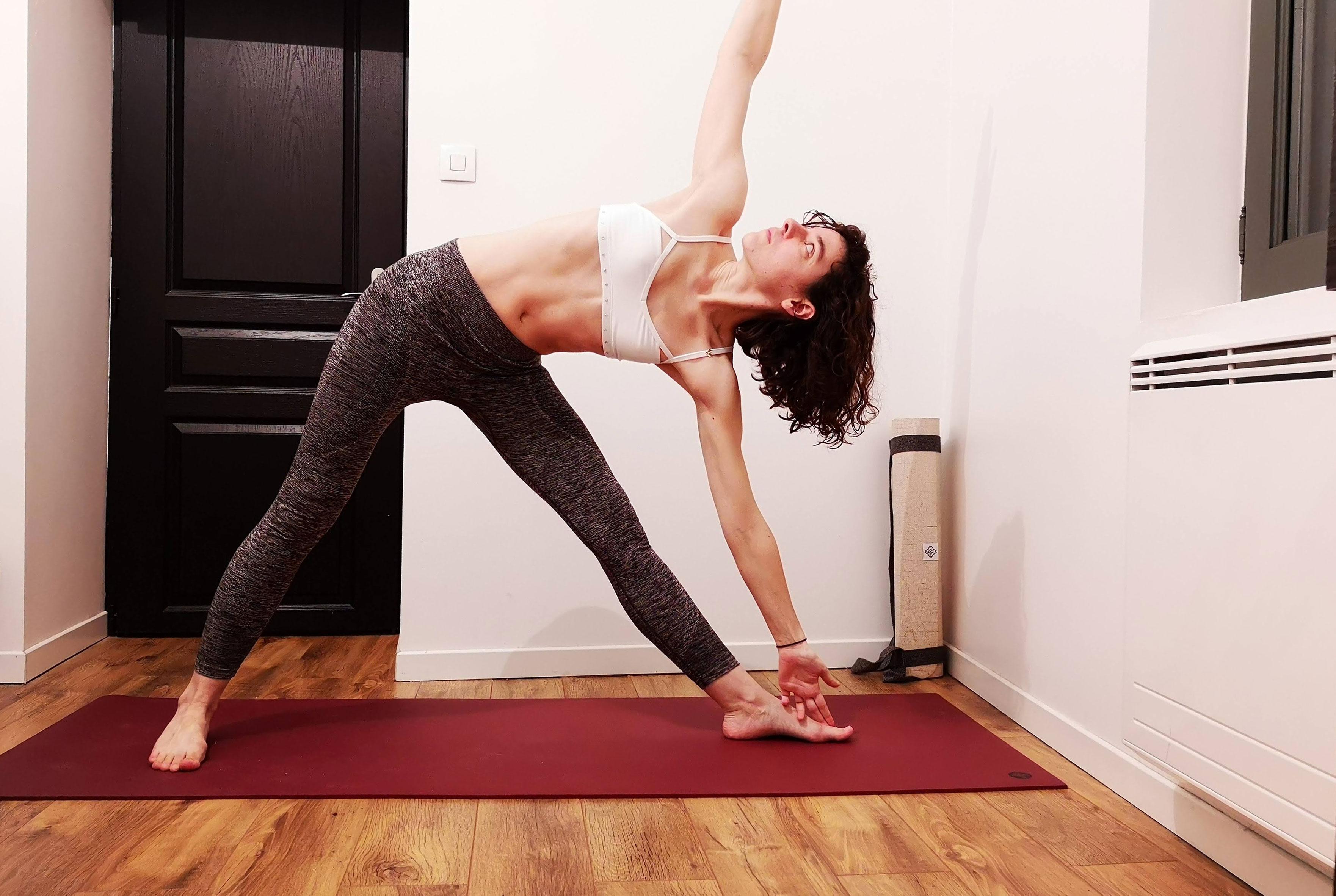 posture du triangle yoga trikonasana
