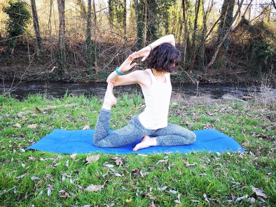 Tapis de yoga YOGOM, posture de la sirène