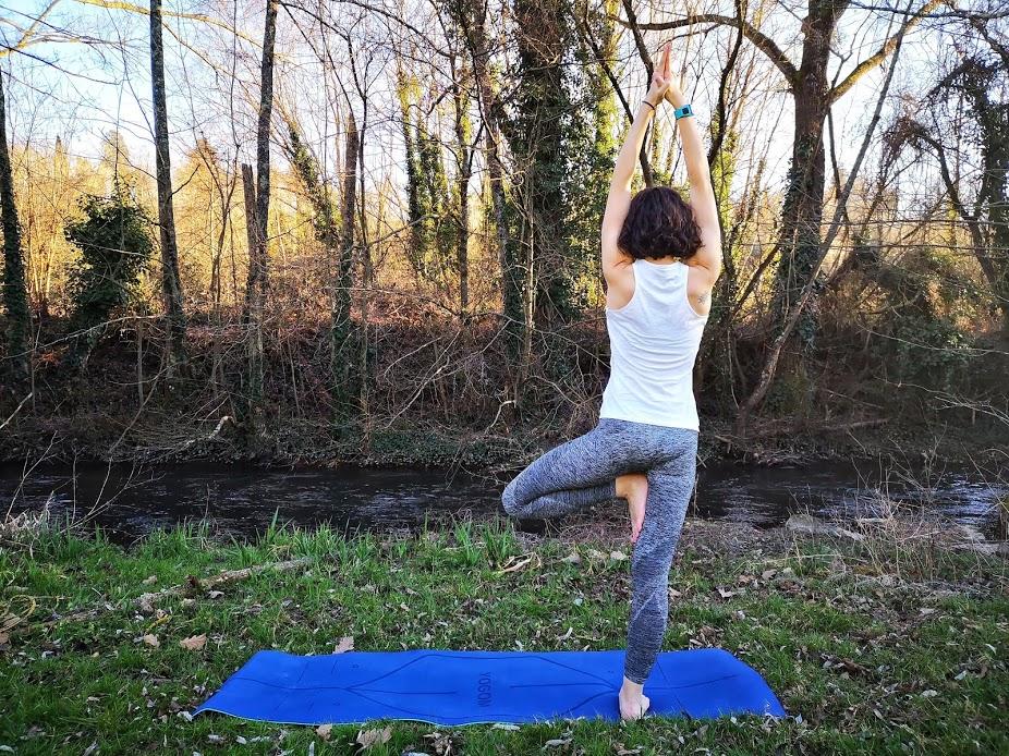 Tapis de yoga YOGOM, posture de l'arbre