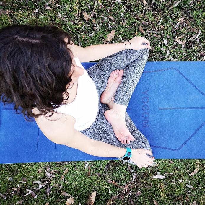 Tapis de yoga YOGOM, posture du lotus