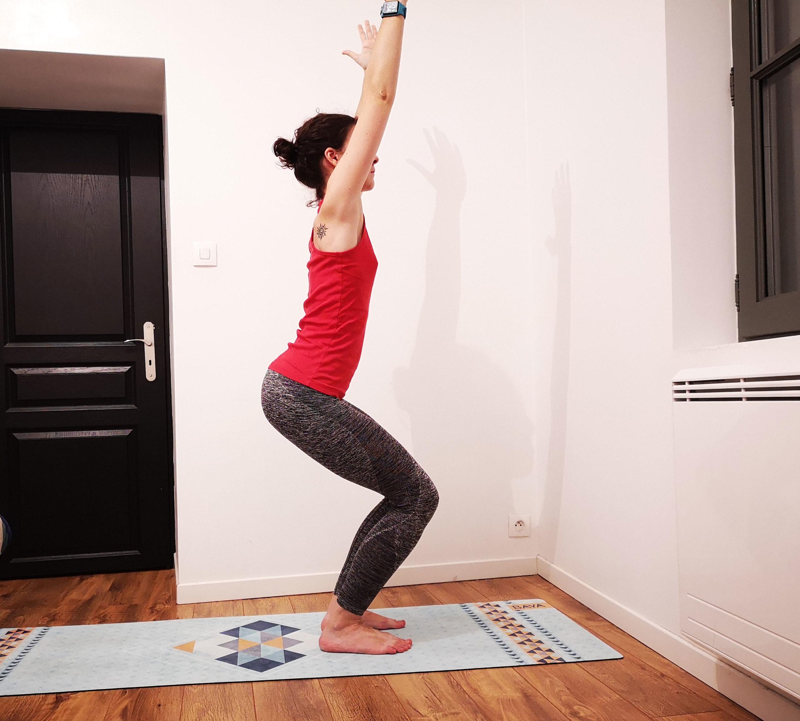 Posture de la chaise yoga, utkatasana